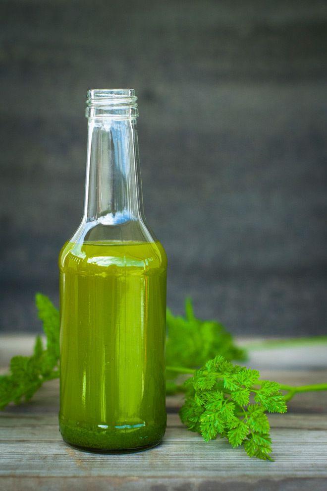 - GrønnOlje med persille og kjørvel -  Green Oil with parsley and chervil