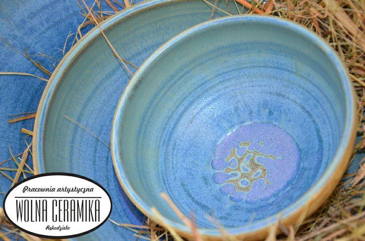Set od blue bowls.