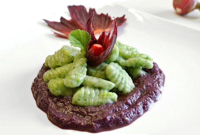 Gnocchi 'Green' alle foglie di ravanello con crema di carote viola