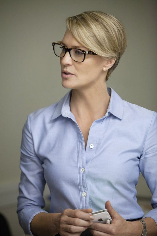 Tatiana's Delights: House of Claire - How to replicate House of Cards Claire Underwood simple elegant fashion. Where to buy her stylish minimalist sheath dress and oxford shirt? Robin Wright is a great style icon for professional women in need of inspiration for a fashionable office outfit! - Banana Republic Oxford Shirt 100% cotton