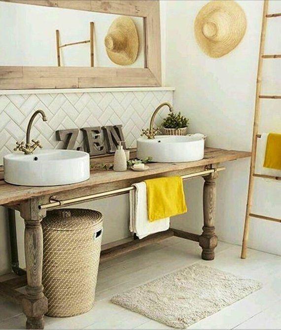 Badezimmereitelkeit aus Holz mit gedrehtem Bein. Die gezeigte Farbe ist Weathered Oak. Alles