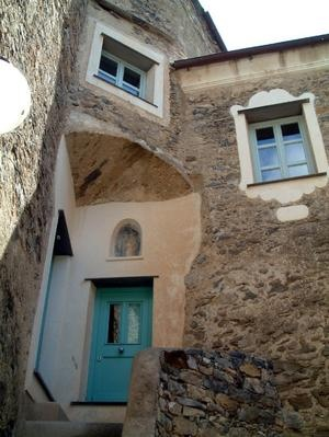 Colletta di Castelbianco - blue doors