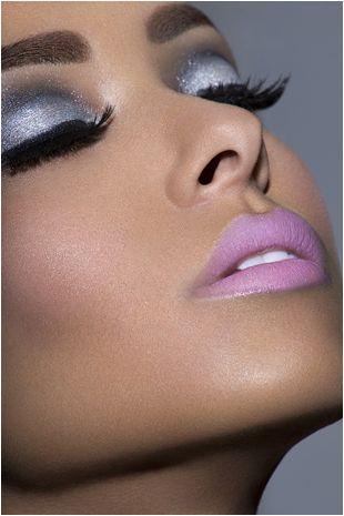 Gorgeous silver and pinkEye Makeup, Eye Shadows, Beautiful, Pink Lips, Lip Colors, Eyemakeup, Eyeshadows, Smokey Eye, Lips Colors