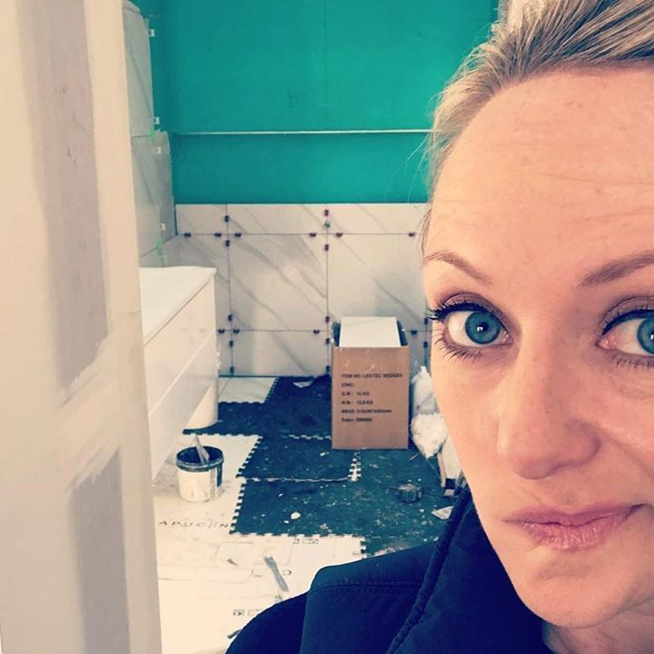 Guys Shelley is panicking that our Blockheads aren't going to get their bathrooms done in time for tonight's reveal. Read about who she's most worried about on our Insider Style blog (link in bio) #9theblock #insiderstyle @shelleycraftofficial @theblock http://ift.tt/2wvTMwx