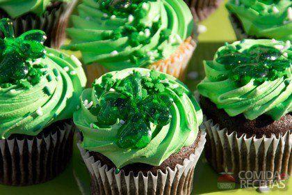 Receita de Cupcake de chocolate com creme de menta em receitas de doces e sobremesas, veja essa e outras receitas aqui!