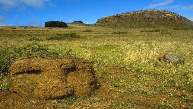 Restos arqueológicos que sólo se pueden ver en la ruta de senderismo del volcán Poike