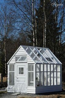 Välkommen till alegni in office: Bygga växthus av gamla fönster