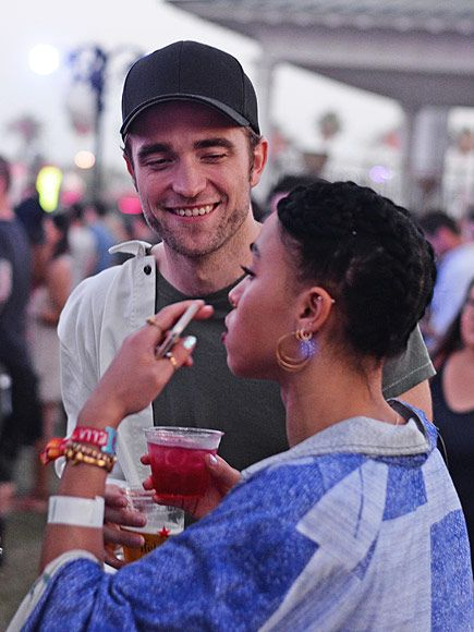 PHOTO: Robert Pattinson and FKA twigs Are All Smiles at Coachella http://www.people.com/article/robert-pattinson-fka-twigs-coachella-date-drinks