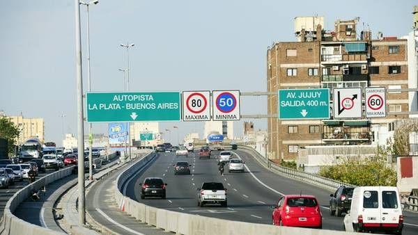 Autopista 25 de mayo, está en construcción el carril del metrobus.