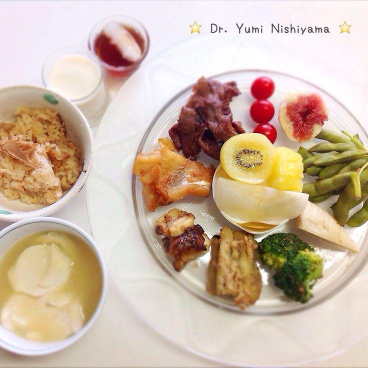 """Dr. Yumi Nishiyama's """"The Original Diet Plate"""" for beauty & health from japanese doctor‼️   2015.9.27「ドクターにしやま由美式ダイエットプレート」:女性医師が栄養バランスを考えた、美味しいプレートのご紹介。    大きめのプレートに、血糖値を急激に上げないように考えた食材を並べ、12時の位置から順番に食べるとても分かり易い方法です。   血糖値を上げないこの食べ方は、身体に優しく栄養補給ができるので健康を維持できます。オリジナルの⭐️西山酵素⭐️も最後に飲みます。   ⭐️美女のスイッチ⭐️⭐️時計周りに食べなさい⭐️の西山由美医師の本もAmazonで購入可。  http://www.momohime-medical.com  #ダイエットプレート #diet #healthy #にしやま由美 #痩せる食事 #doctor #nagoya #nutrition #子供の脳育を考えた食事 #血糖値が急上昇しない健康的食事方法"""