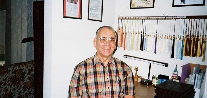 Неповторимые советы от 75-летнего человека, который учился 55 лет и получил 30... http://uinp.info/important_news/nepovtorimye_sovety_ot_75-letnego_cheloveka_kotoryj_uchilsya_55_let_i_poluchil_30_diplomov  Майкл Николсон – 75-летний мужчина, обожающий высшее образование. На сегодняшний день он получил одну степень бакалавра, две степени младшего специалиста, 23 магистерских степени, три степени специалиста и одну докторскую степень. Он проучился 55 лет подряд и в общей сложности имеет 30…