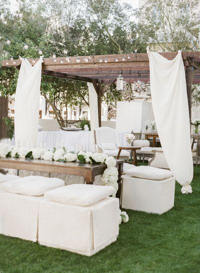 Breathtakign decor: http://www.stylemepretty.com/2015/03/18/traditionally-elegant-rosemary-beach-wedding/ | Photography: Leslee Mitchell - http://www.lesleemitchell.com/