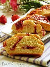 Treccia di pan brioche alle fragole