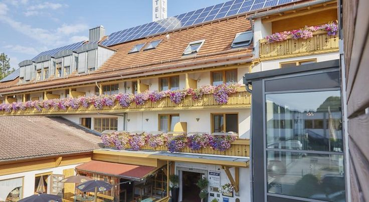 Hotel Am Kamin Kaufbeuren Featuring free WiFi, a restaurant and a sun terrace, Hotel Am Kamin offers pet-friendly accommodation in Kaufbeuren, 34 km from Füssen. There is a restaurant and bar and guests can have fun at the bowling alley.