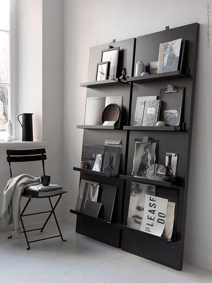 Une étagère réalisée avec deux plans de travail SÄLJAN et des tablettes MOSSLANDA de chez Ikea #ikeahack