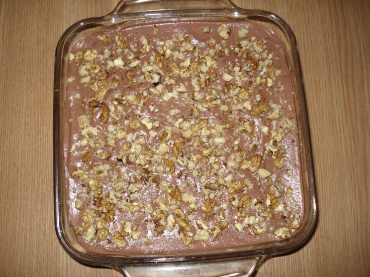 Egyszerű és fincsi süti, nagyon hamar összedobható, nem macerás az elkészítése. Hozzávalók az alsó réteghez:  15 dkg kakaós keksz 15 dkg...