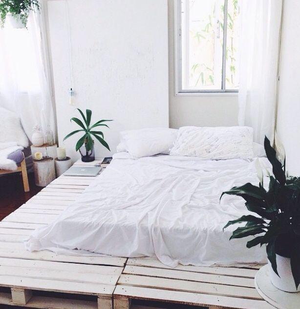 Hit do sypialni!  Stylowe łóżka z palet, które zrobisz sama!