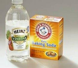 Douche reiniger. Helft afwasmiddel helft azijn. Met spons aanbrengen en afspoelen.