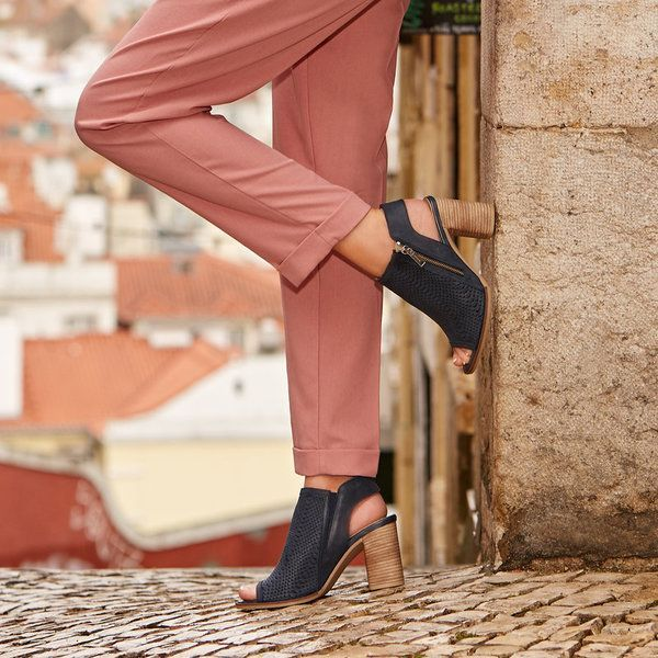 Step smart all the way through spring with the lovely Lusca.
