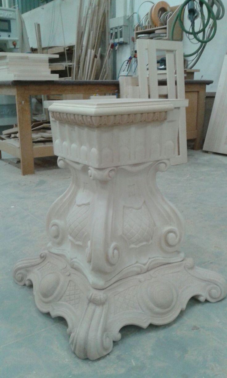 Basamento intagliato a mano pezzo unico Made in Italy www.arvestyle.it
