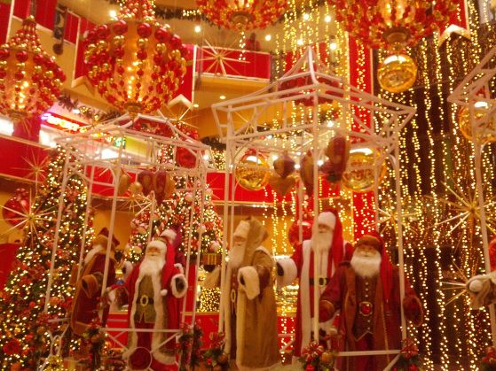 10 Best Caribbean Centerpieces Images On Pinterest: Elaborate Christmas Decorations At Trinidad Mall