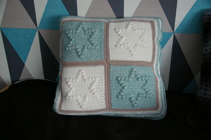 pillow / kussen in bobbelsteek. Made by Els Ouwehand