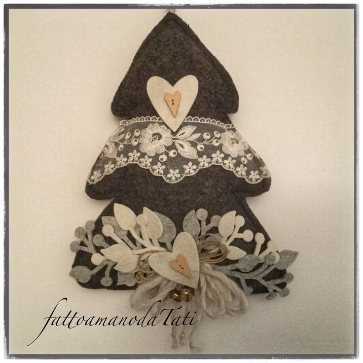 Albero in lana cotta scura con pizzo ,cuori e sonaglini, by fattoamanodaTati, 28,00 € su misshobby.com