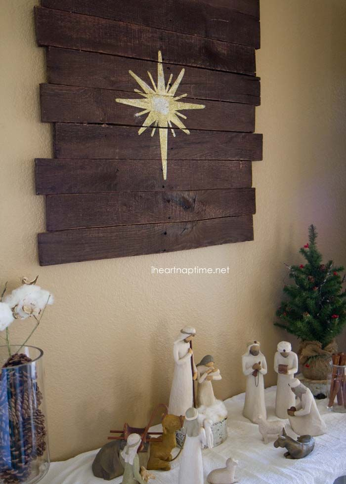 love this - would make a perfect star for my nativity. and I love the wood blocks under the trees ♥ DIY #pallet art tutorial and a #Christmas #Nativity scene on iheartnaptime.net