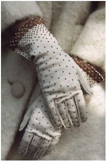 Polka dot gloves www.vintageclothin.com