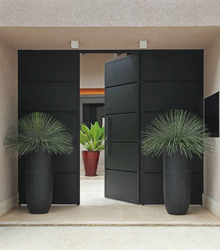Portoncino blindato colore nero, stile minimal orientale - idee e costo portoni d'ingresso