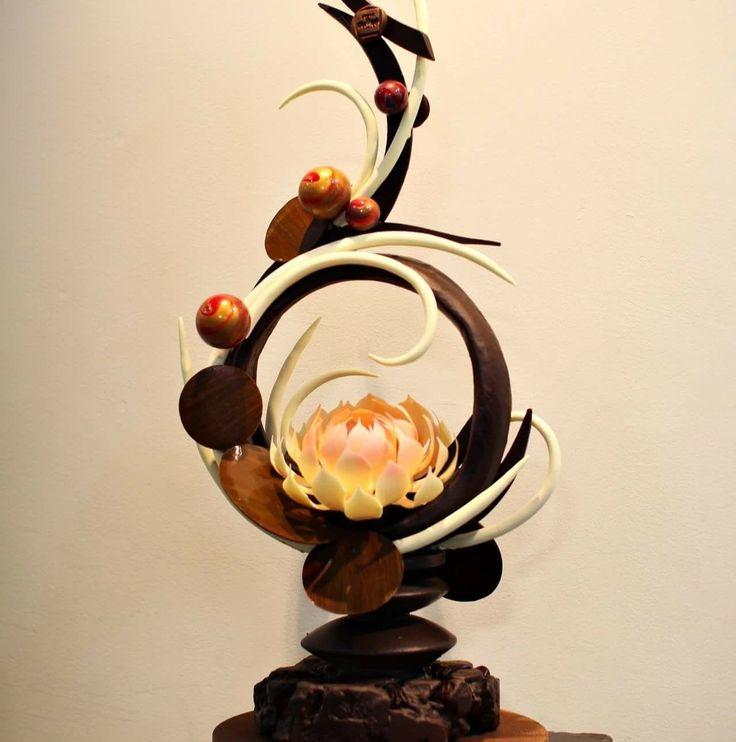 17 best ideas about chocolate showpiece on pinterest chocolate sculptures chocolate art and. Black Bedroom Furniture Sets. Home Design Ideas