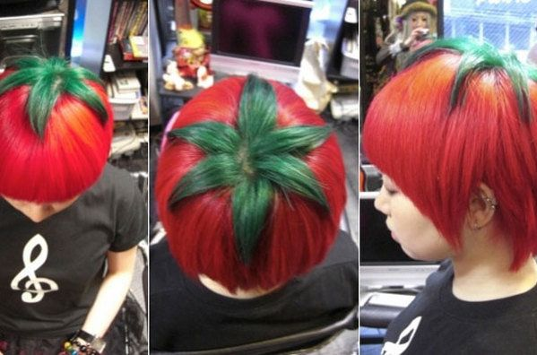 """nuevo estilo de peinado que se llama """"tomate maduro"""": peinado en el que se tiñe el pelo de rojo con una coronilla verde"""