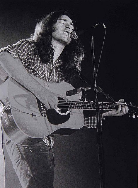 Rory Gallagher doin' his thing.