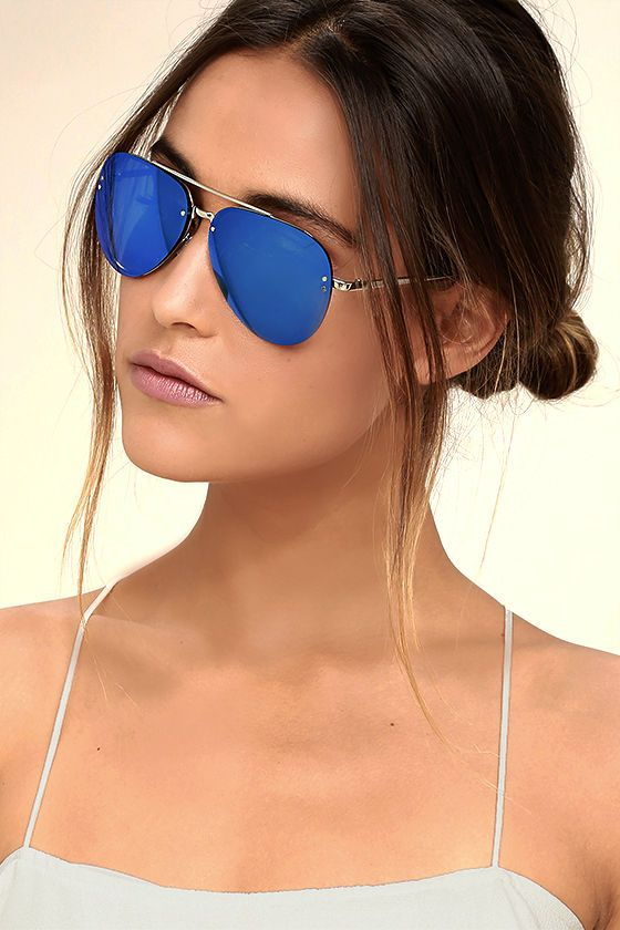We're getting off the charts readings from the Style Radar Blue Mirrored Aviator Sunglasses! Classic aviators get an upgrade with shiny silver minimalist frames, and vibrant mirrored blue lenses. 100% UV protection.
