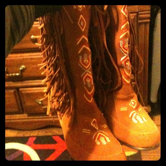 Indian boots Size 6/7 Indian Pocahontas boots, super cute, NEVER worn:) Shoes