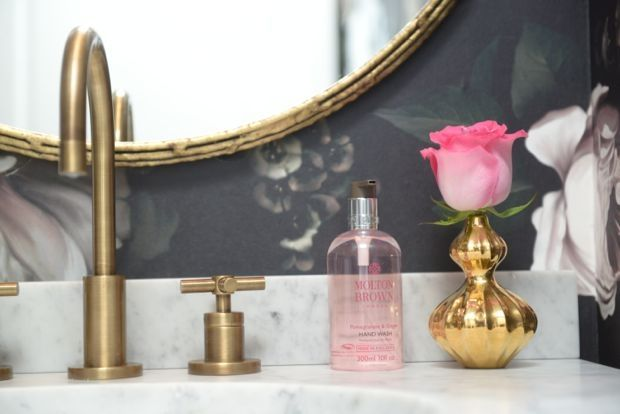 Best 25 Powder Room Lighting Ideas On Pinterest: 25+ Best Ideas About Brass Bathroom On Pinterest
