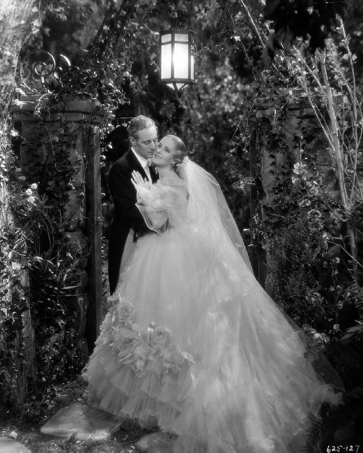 Leslie Howard and Norma Shearer in Smiling Through