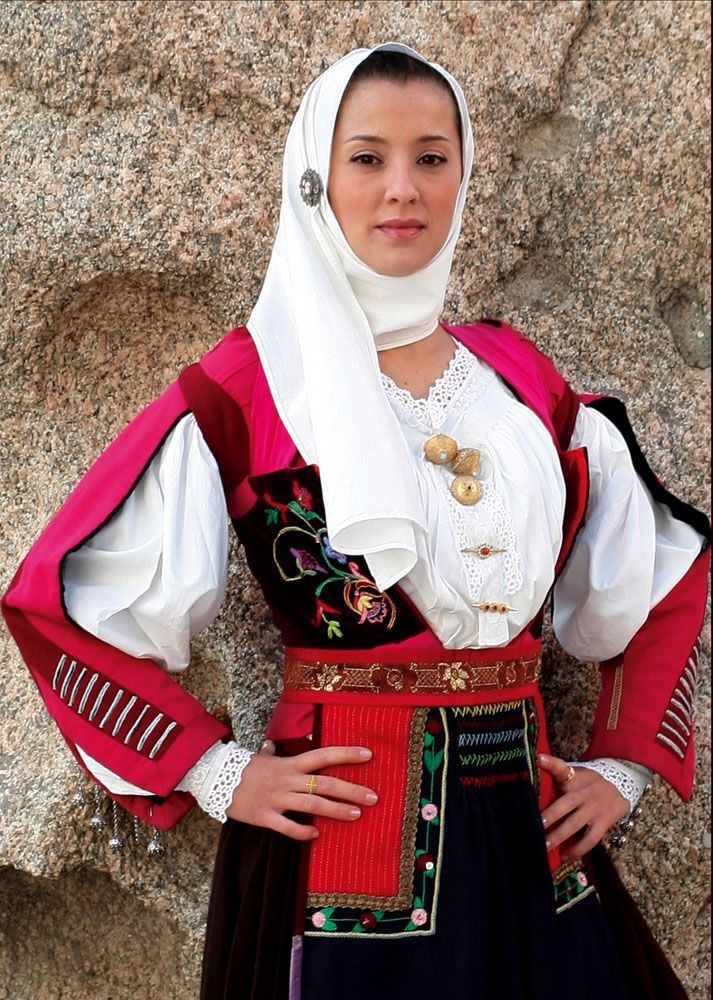 traditional dress LostFound.gr ΔΩΡΕΑΝ ΑΓΓΕΛΙΕΣ ΑΠΩΛΕΙΩΝ FREE OF CHARGE PUBLICATION FOR LOST or FOUND ADS