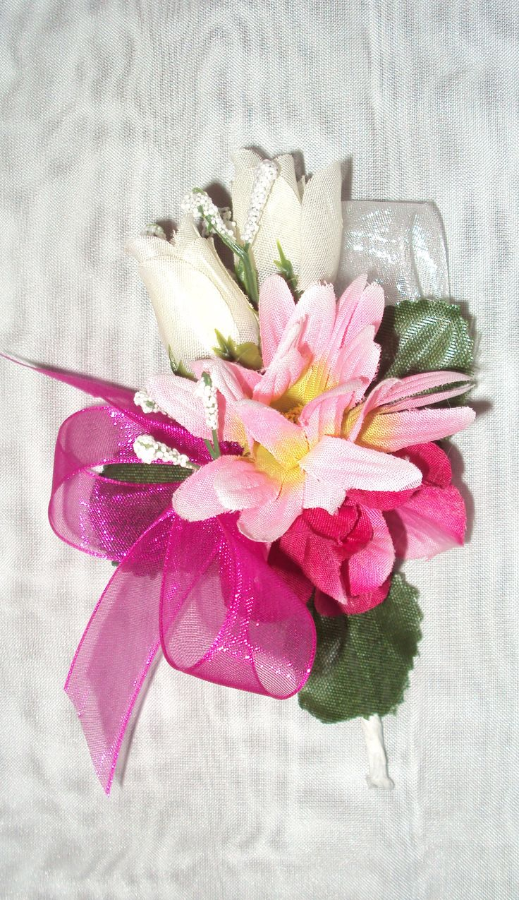Grooms Boutonniere!  to match the Bridal Bouquet!