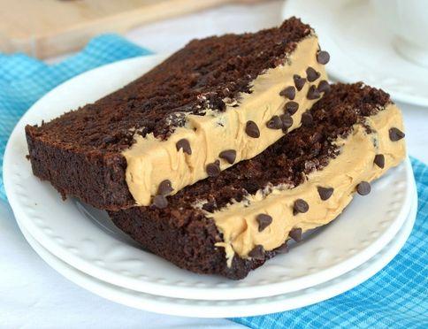 Σοκολατένιο κέϊκ με μπανάνα με επικάλυψη βουτυρόκρεμας