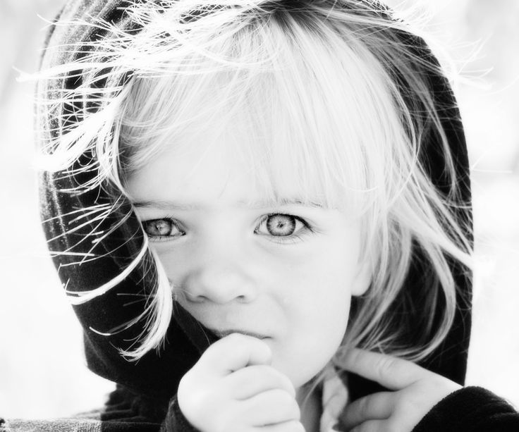 One of my fave black and white high-key photos of my daughter, they are always my inspiration to use my camera.