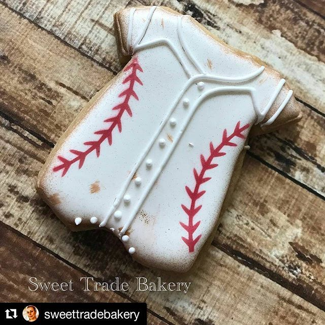 Have you seen this absolutely adorable Baseball Baby Onesie by Doshia @sweettradebakery ⚾⚾⚾ Onesie cutter available in multiple sizes in my shop. #Repost @sweettradebakery (@get_repost) ・・・ Does it get any cuter than this Vintage baseball cookie? Cutter from Cari @sinfulcutters