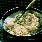 Spaghetti met knoflook, olijfolie, ansjovis en chilipepertjes - recept - okoko recepten