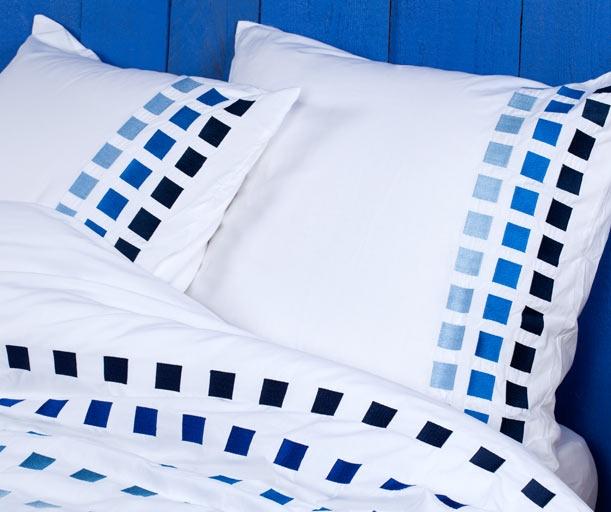 90 best images about les jolies parures de lit de miss on. Black Bedroom Furniture Sets. Home Design Ideas