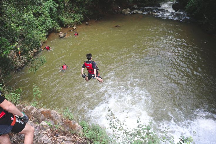 Deze canyon tour in Da Lat wil je ooit doen: Abseilen, watersliding & cliff jumping