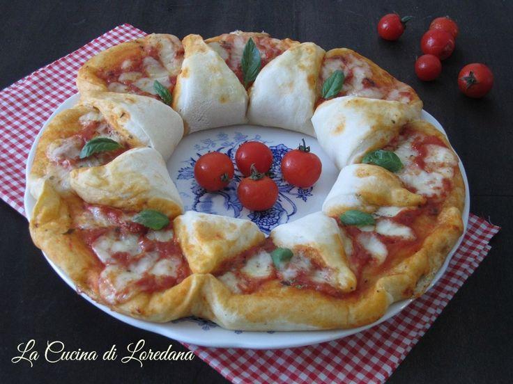 Una soffice e golosa Ghirlanda di pizza farcita con pomodoro e mozzarella, semplice da preparare con le spiegazioni passo passo