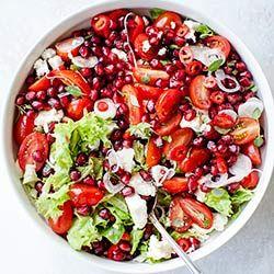 Sałatka z pomidorkami koktajlowymi, granatem i fetą | Kwestia Smaku