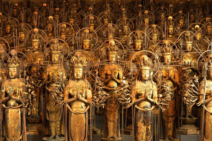 A temple built in 1164, Sanjūsangen-dō is primarily famous for its thousand statues of the Goddess of Compassion Kannon in her thousand armed incarnation along the entire length of the main hall.