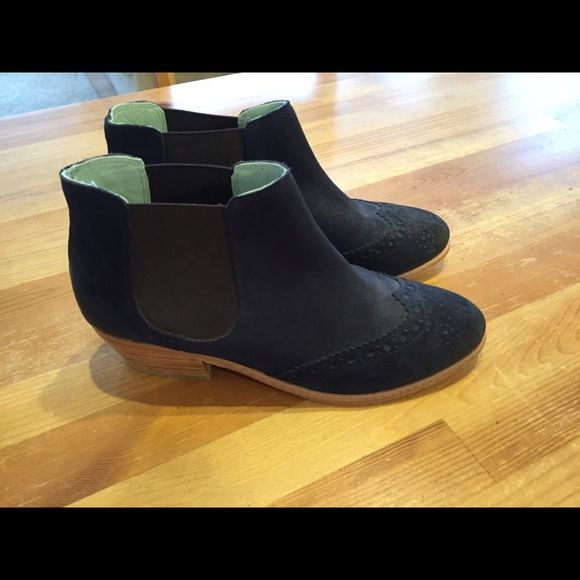 Boden navy ankle boots 37 Boden navy ankle boots - size 37- like new- inside and suede in perfect condition just a few scuffs on bottom- never worn outside- beautiful fall and winter boot! Boden Shoes Ankle Boots & Booties