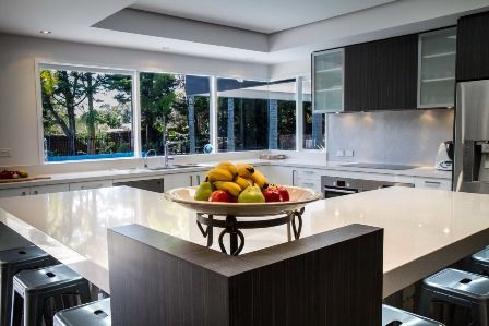 Large kitchen. Modern kitchen. www.thekitchendesigncentre.com.au
